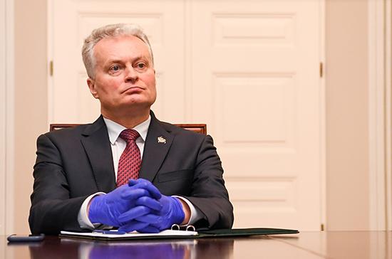 Президент Литвы выступил за постепенное смягчение условий карантина
