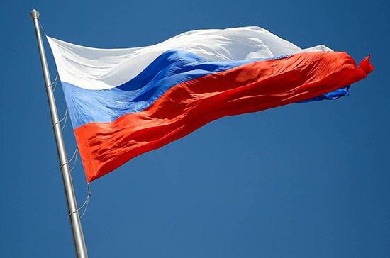 Триколор заменили красным флагом 102 года назад