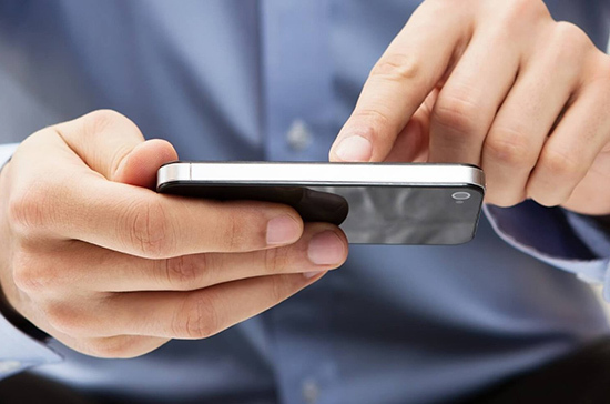Минкомсвязь поддержала отмену оплаты сотовой связи для остающихся за рубежом россиян