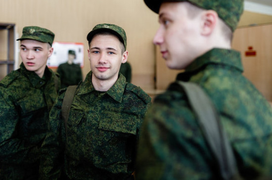Призывники будут посещать военкоматы малыми группами из-за коронавируса