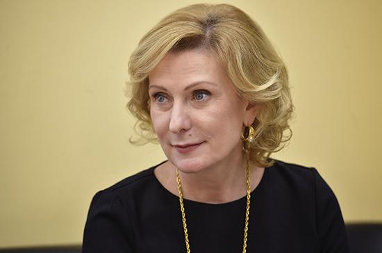 Инна Святенко: во время эпидемии семьям с детьми до трёх лет выплатят пособия и доставят молоко