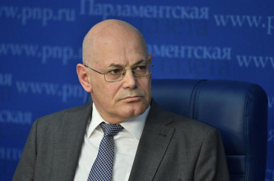 Стационары для лечения коронавируса и пневмонии объединять не стоит, считает Круглый