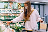 В МЧС рассказали, как уберечь себя от коронавируса при походе в магазин