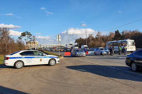 СМИ: на всех въездах в Москву частично перекрыто движение транспорта