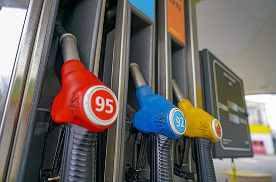 Минэнерго предложило запретить на полгода ввоз в Россию дешевого бензина
