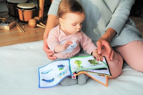 Минтруд сообщил о начале выплат дополнительных пособий на детей