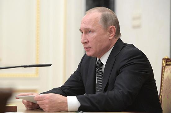 Путин поручил контролировать автоперевозчиков по межрегиональным маршрутам