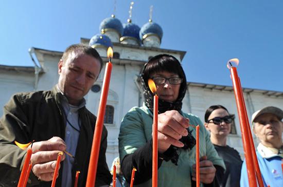 РПЦ призвала верующих молиться дома