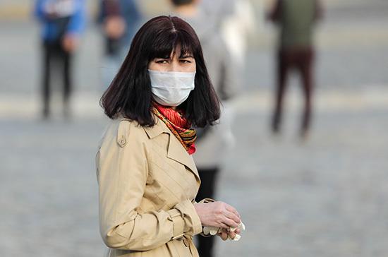 В МЧС посоветовали не носить маску на улице