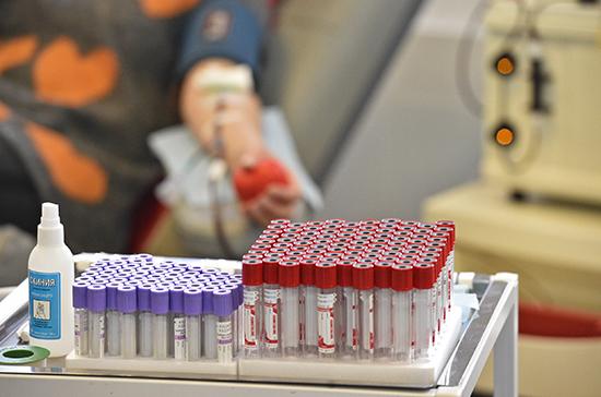 Ученый рассказал об эффективности переливания крови переболевших COVID-19
