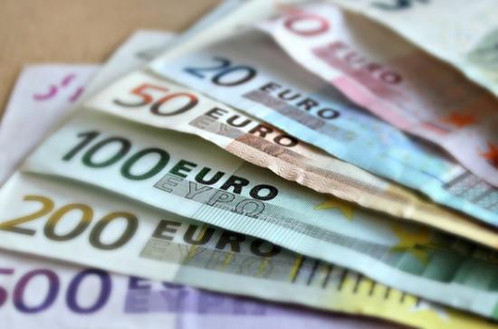 Профсоюзы Австрии требуют выплатить по тысяче евро тем, кто работал во время карантина