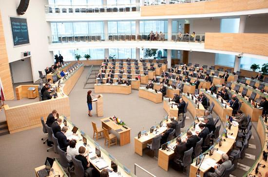 Из-за пандемии коронавируса сейм Литвы решил проводить заседания раз в неделю