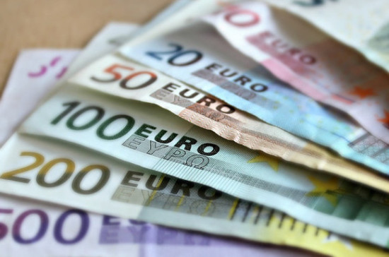 Курс евро на Мосбирже превысил 84 рубля