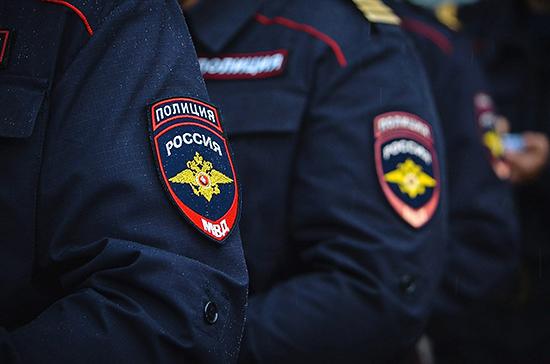 Полицейским предложили разрешить вскрывать автомобили и оцеплять жильё, сообщили СМИ