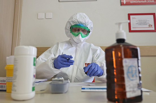 В России более 1,3 миллиона медиков научили оказывать помощь при коронавирусе