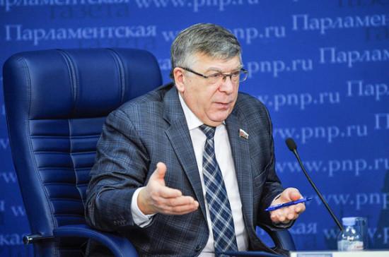 Рязанский предложил разрешить пожилым людям гулять во дворах по очереди