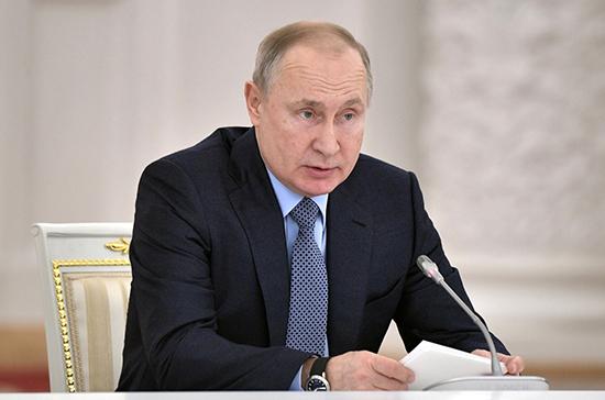 Путин поручил обеспечить оперативное реагирование на паводки и пожары