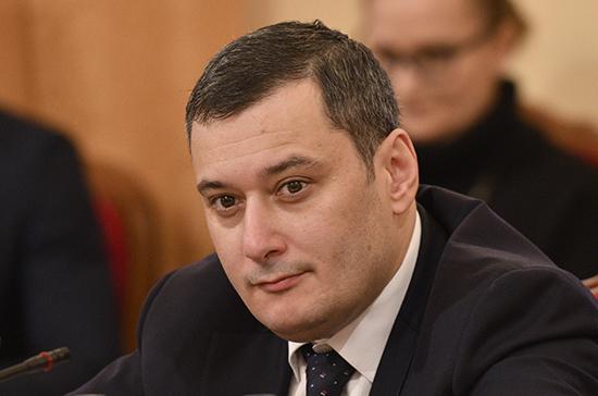 Александр Хинштейн: чиновников предлагаем наказывать за хамство россиянам не только при очном общении, но и в соцсетях