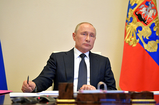 Путин призвал быть готовыми к любому сценарию распространения коронавируса