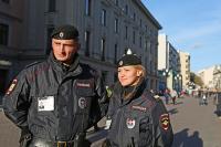 Полицейскому рекомендуется быть скромным и не ругаться при женщинах