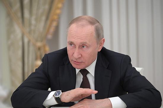 Путин обсудил с членами Совбеза России ход борьбы с распространением COVID-19