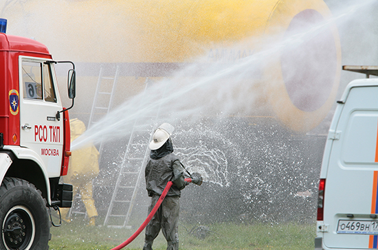 В Ленобласти двое взрослых и шестеро детей погибли при пожаре в жилом доме