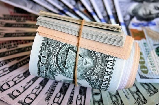 Курс доллара упал ниже 73 рублей