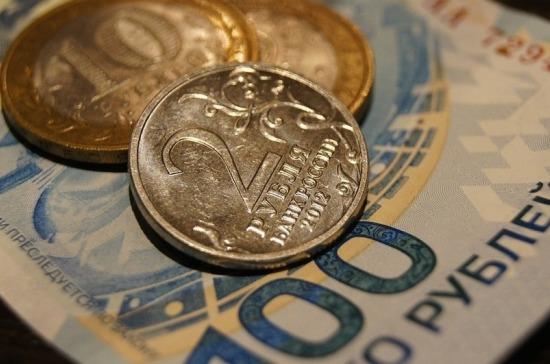 В апреле рубль вырос к основным валютам более чем на 5%