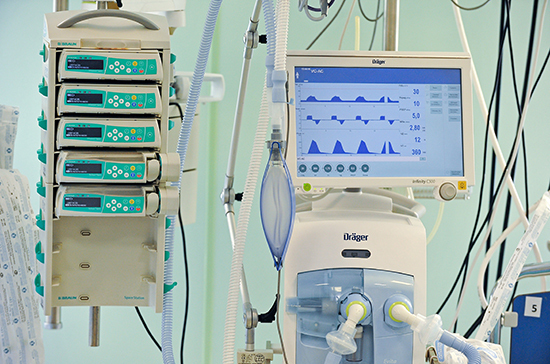 Главврач рассказал, сколько пациентов находятся на ИВЛ в Коммунарке