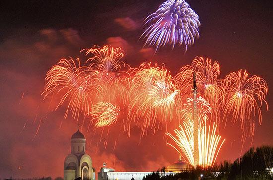 Москвичей призвали не приходить на салют в День Победы