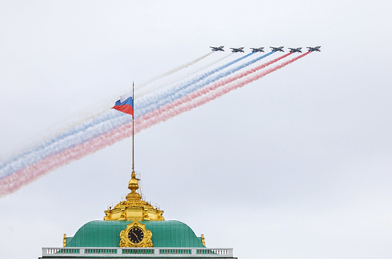 Путин поручил Шойгу поблагодарить участников и организаторов авиапарадов
