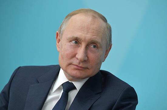 Путин примет участие в смотре марша караулов Президентского полка