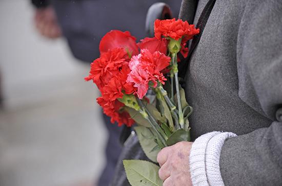 Волонтеры возложили цветы к мемориалам воинской славы от имени более чем 3500 ветеранов