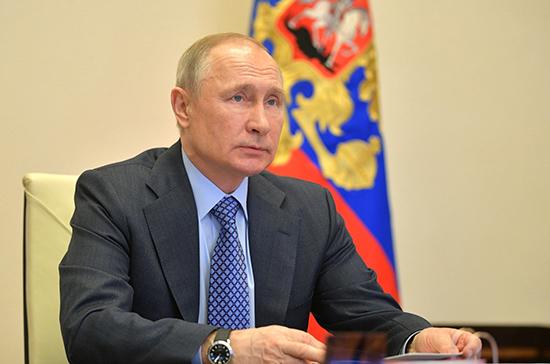 Путин поручил подготовить план перевода в дистанционный режим некоторых банковских услуг