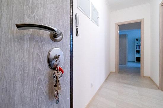 Муниципалитеты смогут выдавать служебные квартиры участковым