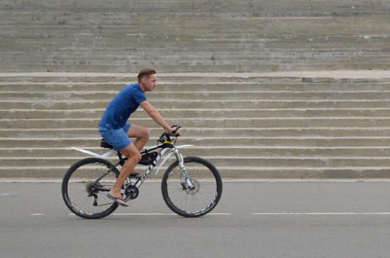 Велосипедистам и бегунам рекомендовали придерживаться социальной дистанции