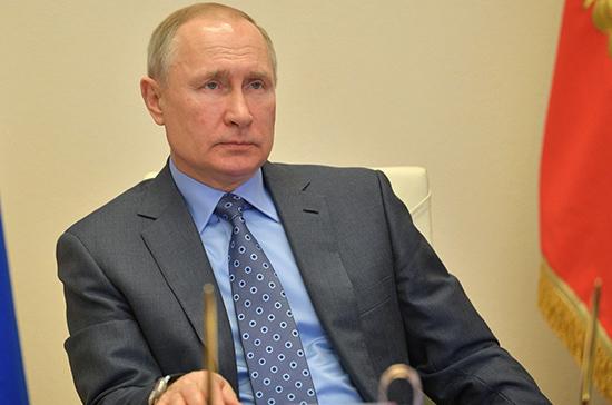 Путин потребовал обеспечить оформление прав России на вакцину от коронавируса