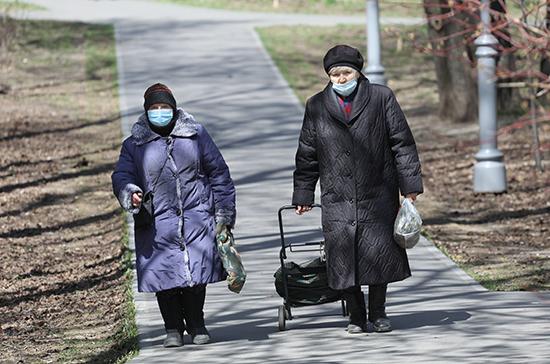 Представитель ВОЗ предложила разрешить пенсионерам прогулки