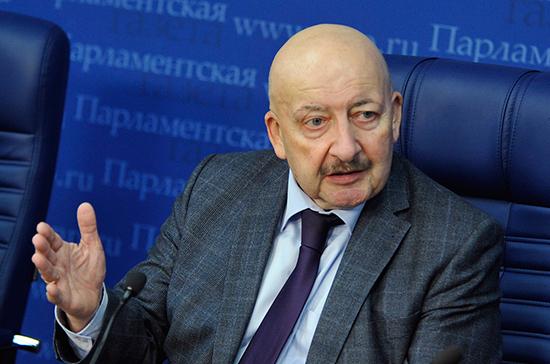 Сафаралиев предложил выпустить рекомендации по режиму работы школ для каждого региона