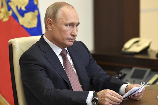 Путин поручил доукомплектовать койки больных коронавирусом аппаратами ИВЛ
