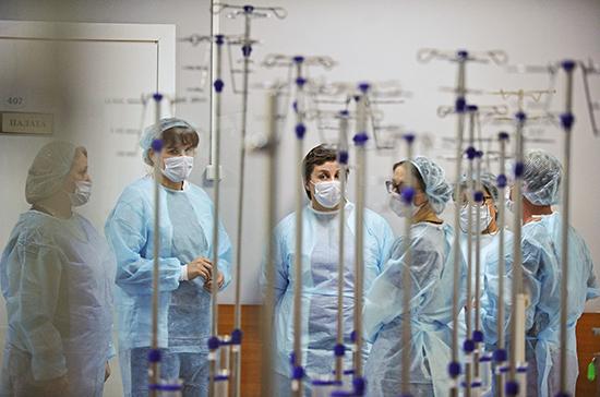 Кабмин утвердил условия страховых выплат медикам, заболевшим COVID-19