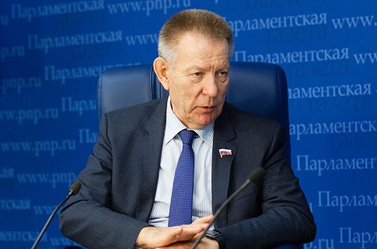 Герасименко поддержал инициативу сенаторов о повышении возраста  при продаже алкоголя до 21 года