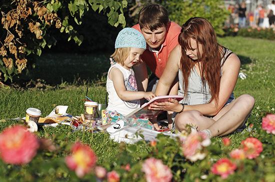 Котяков назвал максимальную сумму, которую могут получить семьи с детьми
