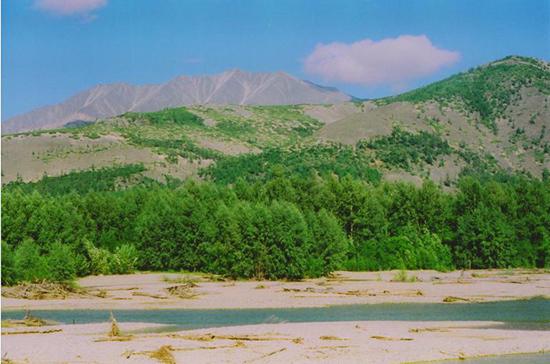 В Магаданской области строят дамбу на реке Ола