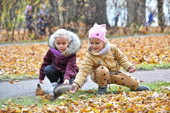 Более девяти миллионов семей подали заявления на выплаты на детей