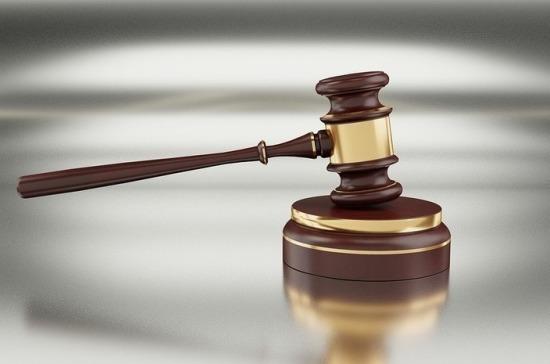 Попавшим под санкции россиянам могут разрешить переводить судебные споры в РФ