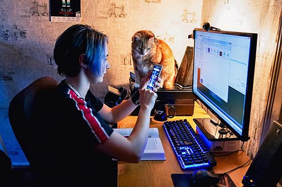 Минпросвещения: с 15 марта более 16,5 миллиона школьников перешли на онлайн-образование
