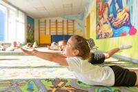 Президент призвал открыть дежурные группы в детсадах и школах
