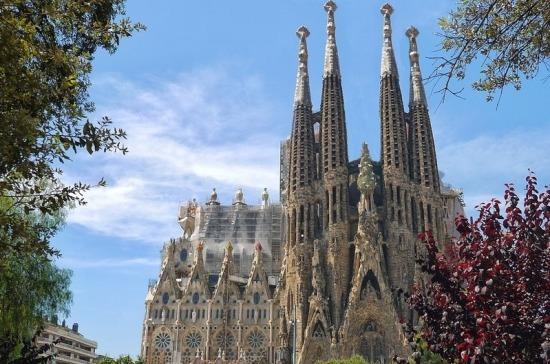 Испания начнет принимать туристов с июля