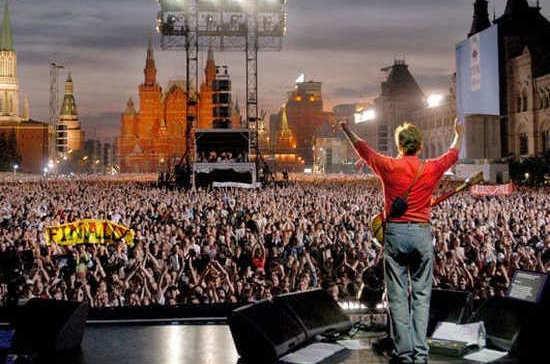 Первый концерт Пола Маккартни в Москве посетил Путин